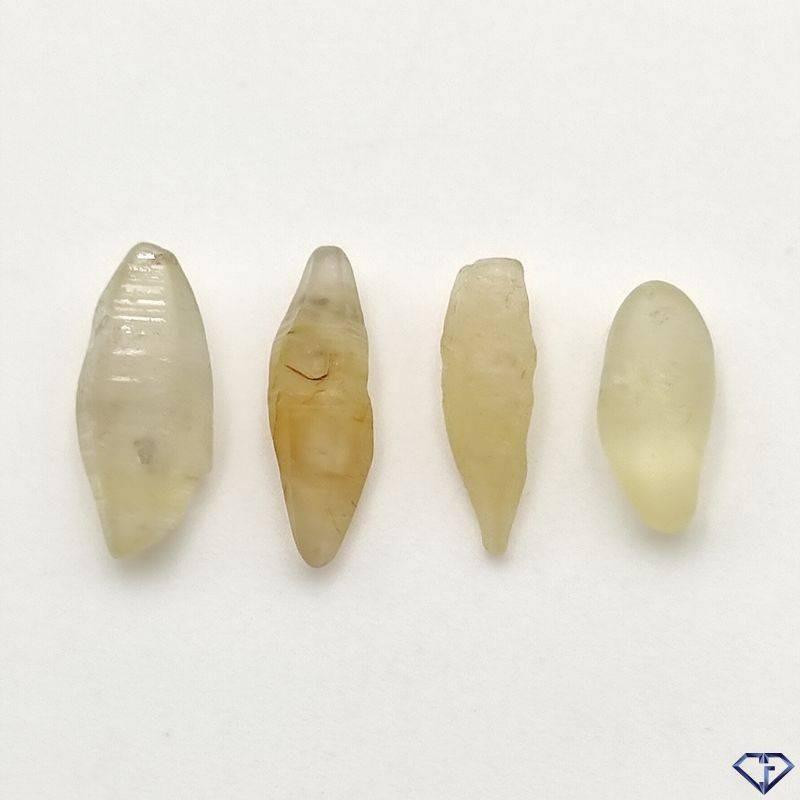 Lot de 4 Saphirs bruts naturels - Pierres de collection du Sri Lanka