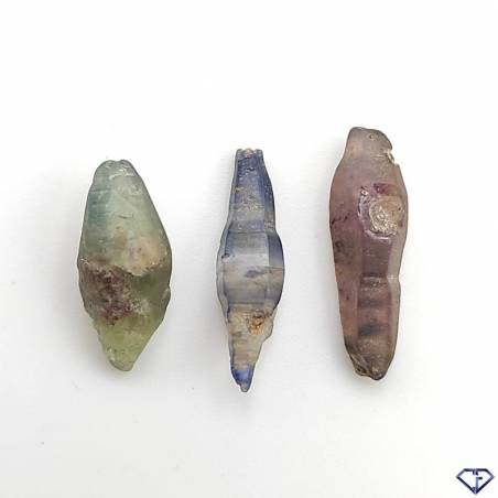 Lot de 3 Saphirs bruts naturels. Pierres de collection du Sri Lanka