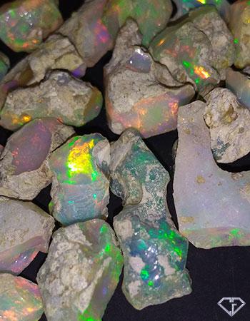 Opales brutes d'Ethiopie aux feux de couleurs intenses